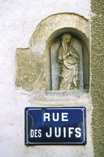 Stock Photo: 1606-32013 France, Burgundy, Yonne, Chablis, street sign, close-up