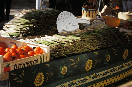 Stock Photo: 1606-33738 France, Provence-Alpes-Côte d'Azur, Market, stand, tomatoes and asparagus in crate