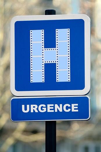 "Close-up on ""hospital"" roadsign with film-made H, ""urgences"" inscription (emergency) : Stock Photo"