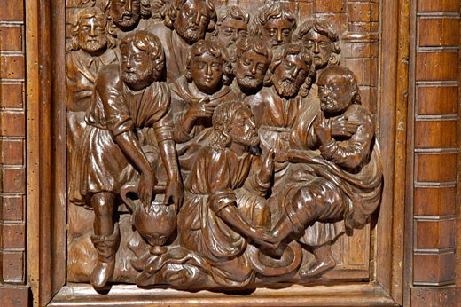 Naves, inside St Pierre es Liens church, sculpted walnut monumental altar piece : Stock Photo