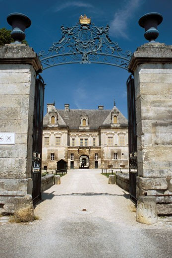 Stock Photo: 1606-37140 Tanlay, gate and small castle (Portal), Renaissance style