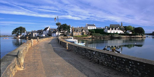 Stock Photo: 1606-38792 France, Brittany, Morbihan, La Ria d'Etel, Saint-Cado island, Pont du Diable (bridge) leading to the St Cado hamlet