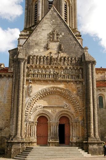 Stock Photo: 1606-39704 IN*85. Vouvant, église Notre Dame, portail (art roman poitevin)