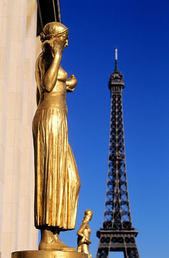 France, Paris, statues on the square of the Chaillot Palace, with the Eiffel tower on the background : Stock Photo