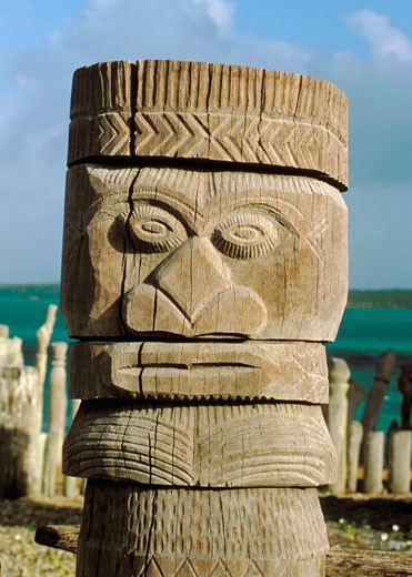 New Caledonia, ile des Pins, baie St Maurice, totem : Stock Photo