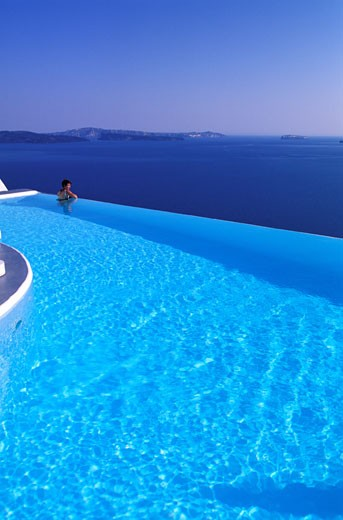 GREECE, CYCLADES ARCHIPELAGO, SANTORINI ISLAND, THE KATIKIES, LUXURY HOTEL (OIA VILLAGE) PERCHED ON A CLIFF : Stock Photo