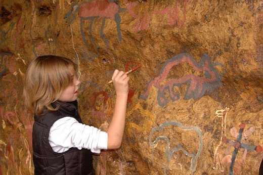 France, Midi-Pyrénées, Ariège,Tarascon sur Ariège, Prehistoric Park, little girl painting on rock : Stock Photo