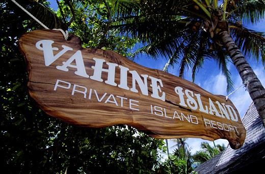 FRENCH POLYNESIA, TAHAA ISLAND, THE VAHINE ISLAND, SMALL LUXURY HOTEL ON THE REEF BARRIER IN THE HEART OF THE PACIFIC OCEAN : Stock Photo