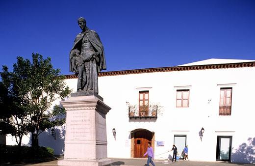 Dominican Republic, old colonial city of Santo Domingo, Saint François of Bellini statue on Bellini square : Stock Photo