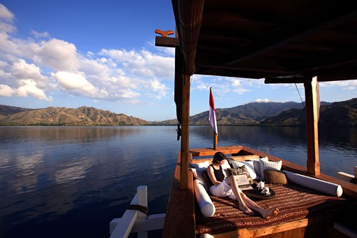 Indonesia, Nusa Tenggara archipelago, cruise on Silolona boat, a wonderful traditional sailboat wiyh 5 luxous cabins inside : Stock Photo