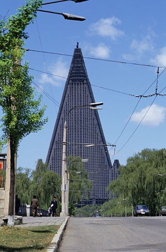 North Korea, Pongyang, the Ryugyong hôtel (unfinished construction because of the lack of the money) : Stock Photo