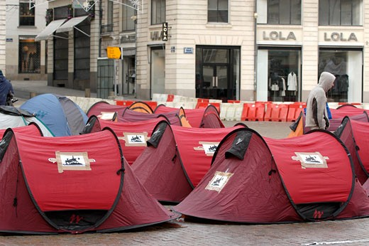 France, Pays de la Loire, Nantes, homeless tent on a square : Stock Photo