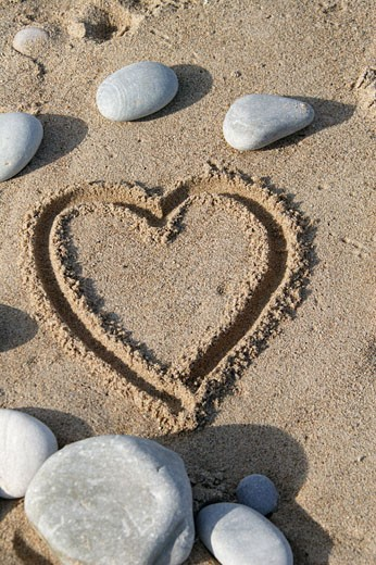 Stock Photo: 1606-49635 Heart drawn in the sand
