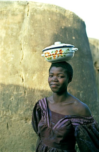 West Africa,Burkina Faso, Tiébélé, Gurunsi country, Kassena woman : Stock Photo