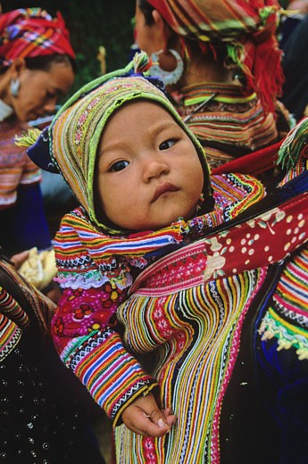Vietnam, North-West district, Can Cau market, Hmong baby : Stock Photo