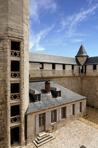 Stock Photo: 1606-53347 Tower of the chateau de Vincennes