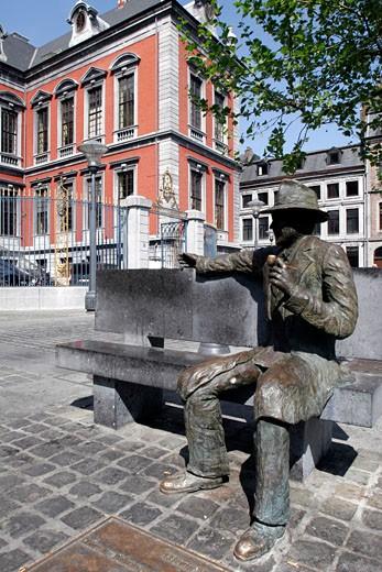 Stock Photo: 1606-55317 Belgium, Walloon province of Liège, Liège city, Commisaire Maigret square, Georges Simenon statue