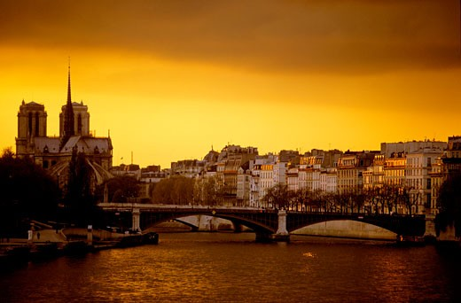 Stock Photo: 1606-55337 France, Paris, pont de la Tournelle and Notre Dame cathedral