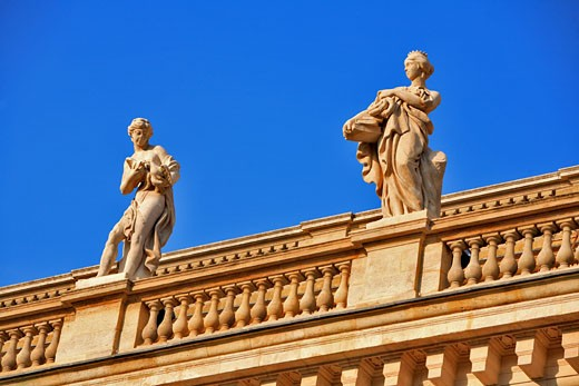 Stock Photo: 1606-55465 France, Gironde (33) Bordeaux, Grand Theatre statue