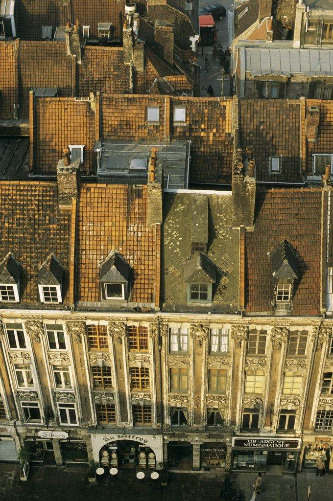 59. Lille, vieille ville, vue plongeante sur place du théâtre, alignement de Beau regard, toits d'immeubles, ancien : Stock Photo