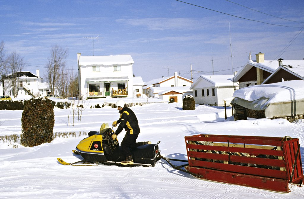 Stock Photo: 1606-56384 Canada, Québec, Chicoutimi, skidoo pulling wood loading