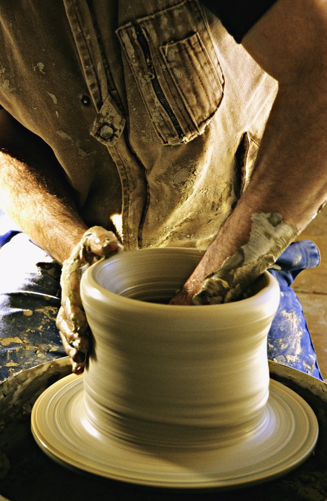 France, Provence Alpes Cote d'Azur, Alpes de Haute Provence, Moustiers Ste Marie, potter at work : Stock Photo