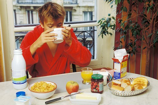 Stock Photo: 1606-59168 Teen boy having breakfast