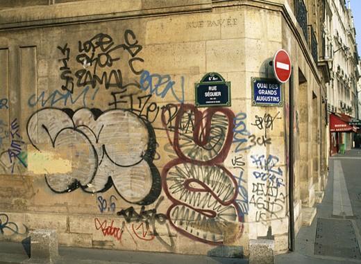 France, Paris, rue Séguier and quai des Grands Augustins, graffiti on wall : Stock Photo