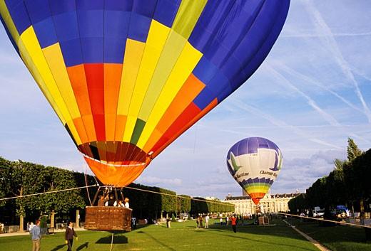 Stock Photo: 1606-60321 France, Paris, air ballons on Champ de Mars