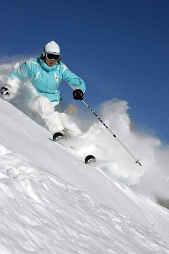 France, Rhône-Alpes, Isère, Alpe d'Huez, woman skiing : Stock Photo
