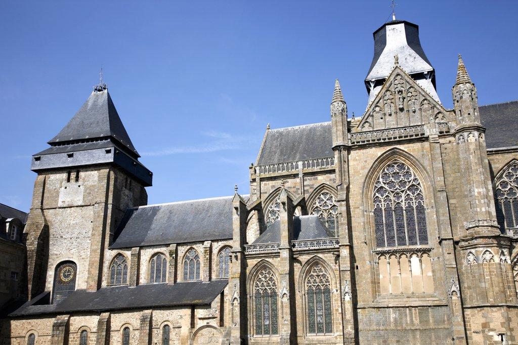 France, Pays de la Loire, Mayenne, Evron, Notre-Dame basilica : Stock Photo