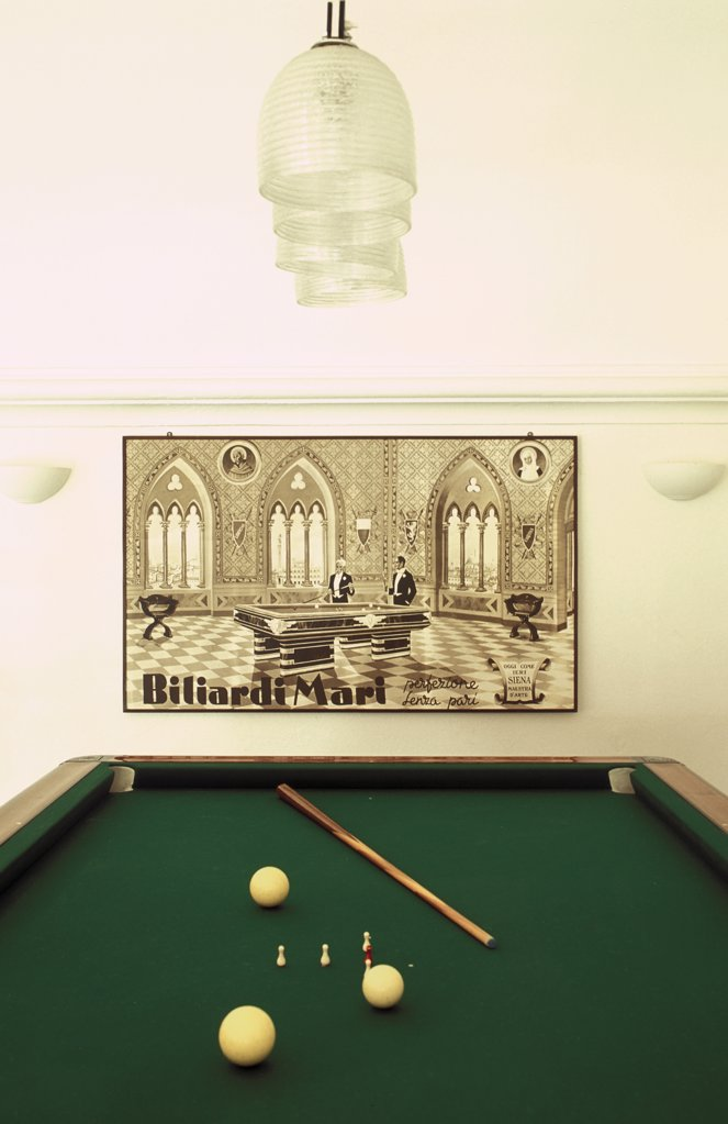Stock Photo: 1606-64394 Salle de billard avec une publicité ancienne
