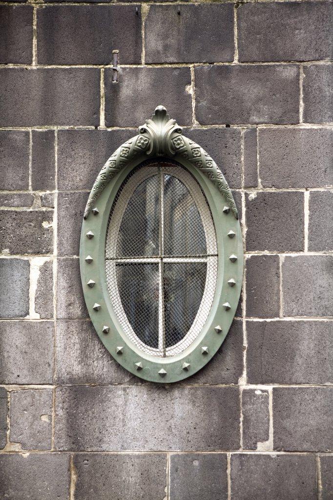 Stock Photo: 1606-65300 oeil de boeuf dans le mur du musée de Riom construit en pierre de Volvic,centre ville historique
