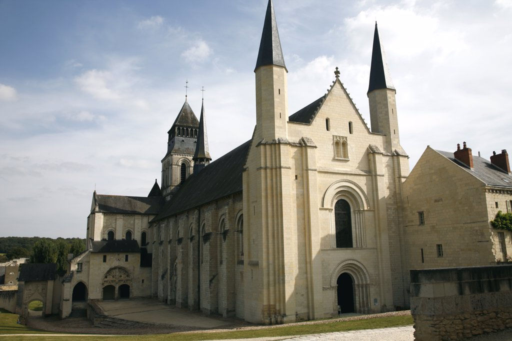 France, Maine et Loire, Anjou, Fontevraud-l'abbaye, royal abbey, romanesque church (12th century) : Stock Photo