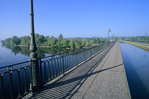 France, Centre Val de loire, Loiret, Briare canal, canal bridge : Stock Photo