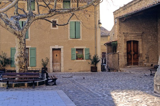 France, Provence-Alpes-Cote d'Azur, Alpes de Haute Provence, Moustiers-Sainte-Marie village : Stock Photo