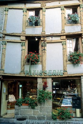 France, Bretagne, Cotes d'armor (22), Moncontour, old house : Stock Photo