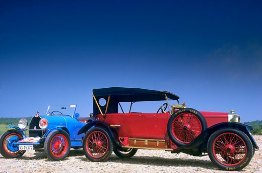 Old cars, outdoors (Bugatti T.40) : Stock Photo