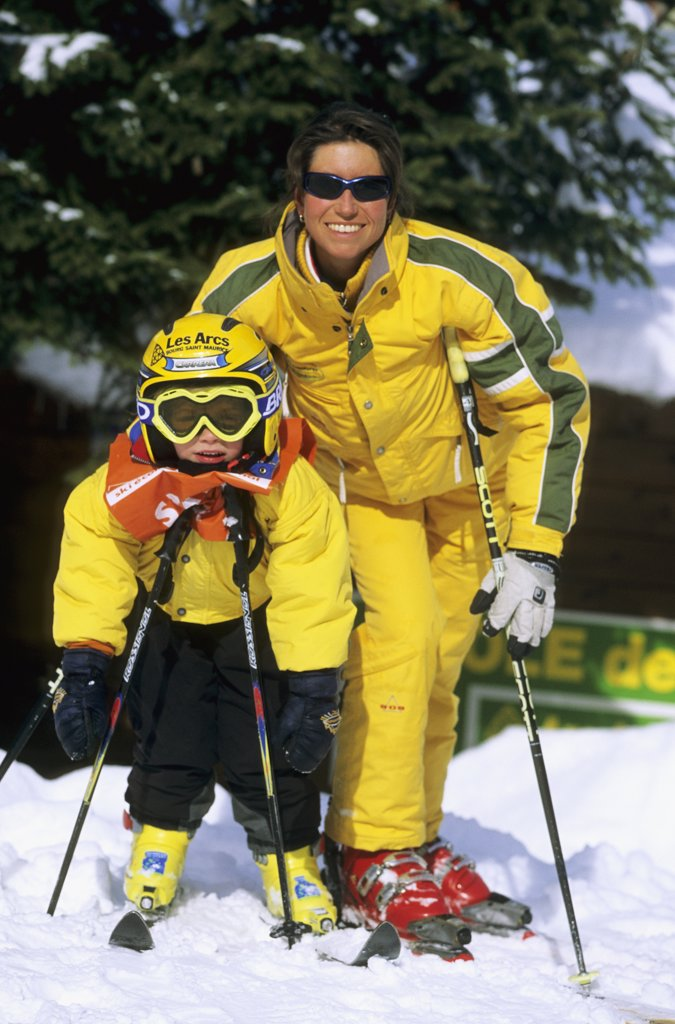 Stock Photo: 1606-71267 Little boy and ski coach, int the snow