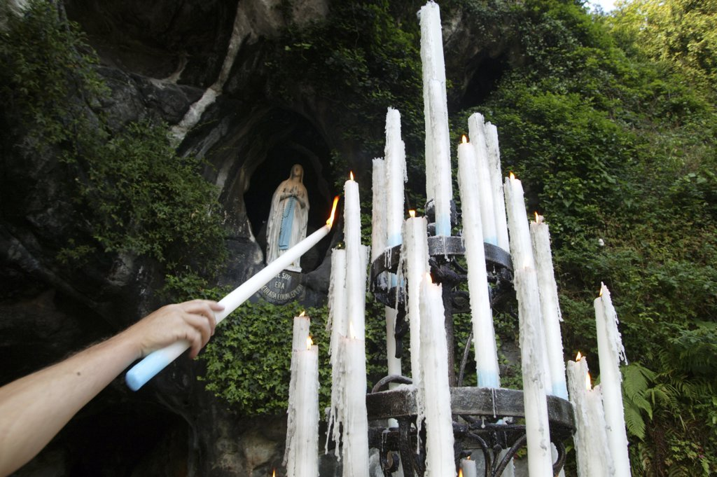Stock Photo: 1606-73198 France, Pyrénées, Lourdes, Massabielle grotto candles.