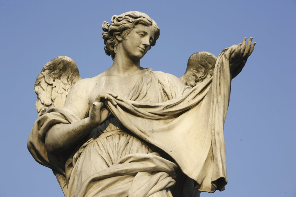 Stock Photo: 1606-73976 Italie, Latium, Rome, Saint Angelo bridge statue : Angel carrying Christ's shroud