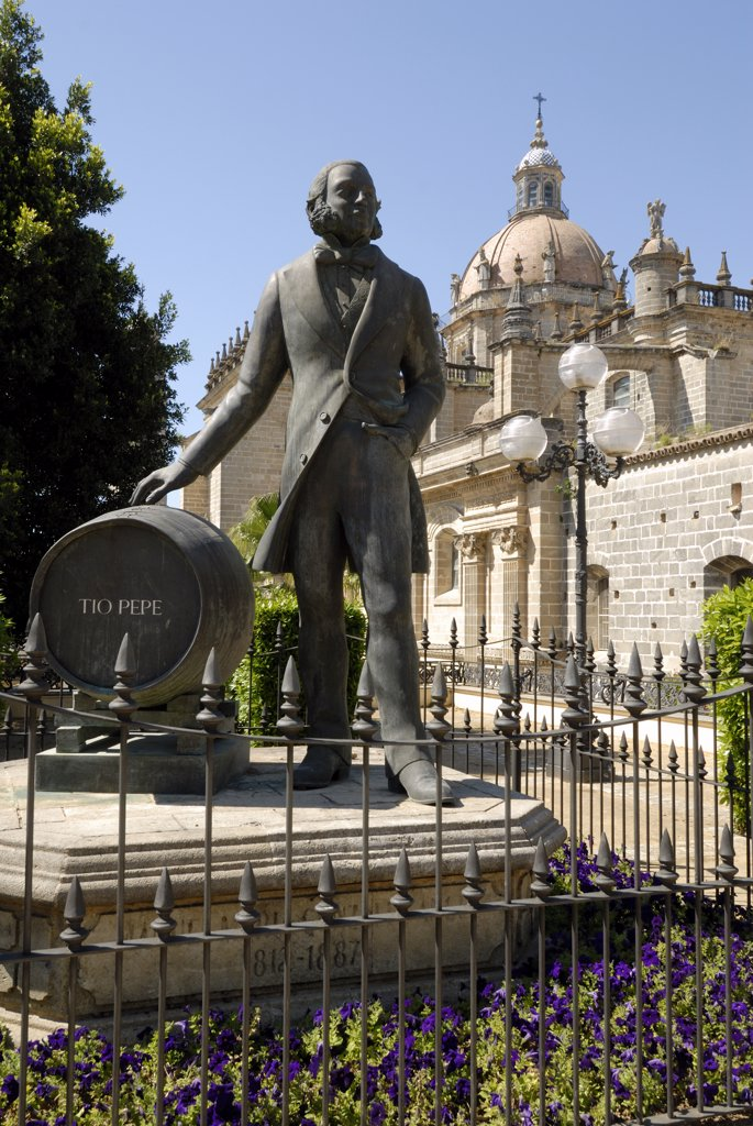 Spain, Andalousia, Cadiz province,Jerez-de-la-Frontera, Manuel Maria Gonzalez Angel (XIX°) statue, cathedral : Stock Photo