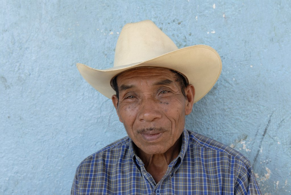 Guatemala, Santiago de Atitlàn, portrait of an old man : Stock Photo