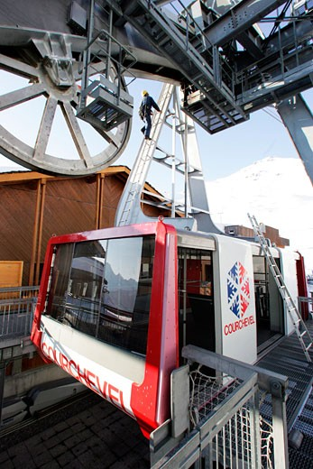 France, Alps, Savoie, Courchevel, La Saulire, cable car maintenance : Stock Photo