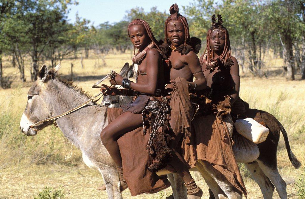 NAMIBIE, KAOKOLAND, EPOPA, Himba people in Kaokoland : Stock Photo