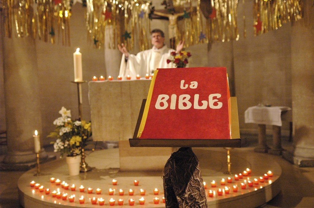 Stock Photo: 1606-78887 France, Paris, Bible in church