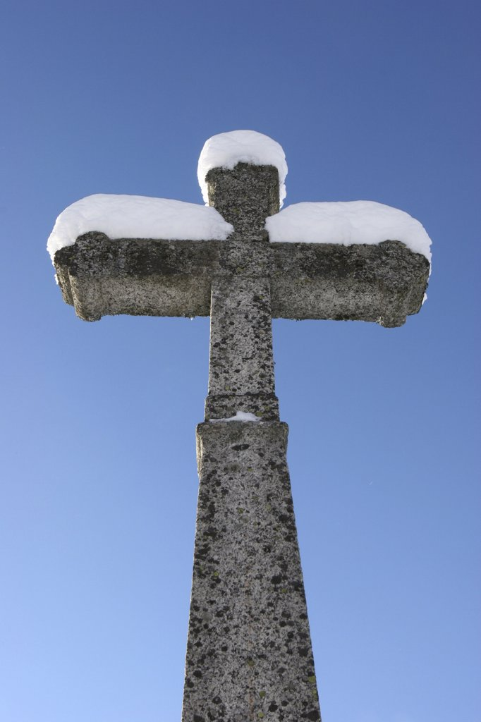 France, Haute Savoie, Cordon, Snowy cross : Stock Photo