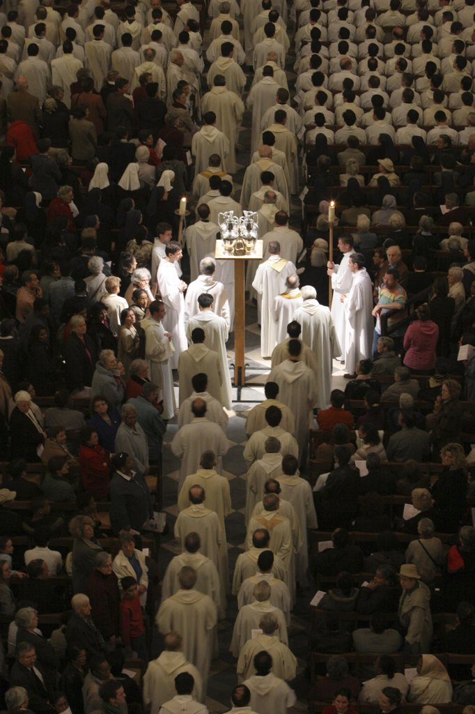 Stock Photo: 1606-78930 France, Paris, Easter wednesday mass in Notre Dame de Paris cathedral