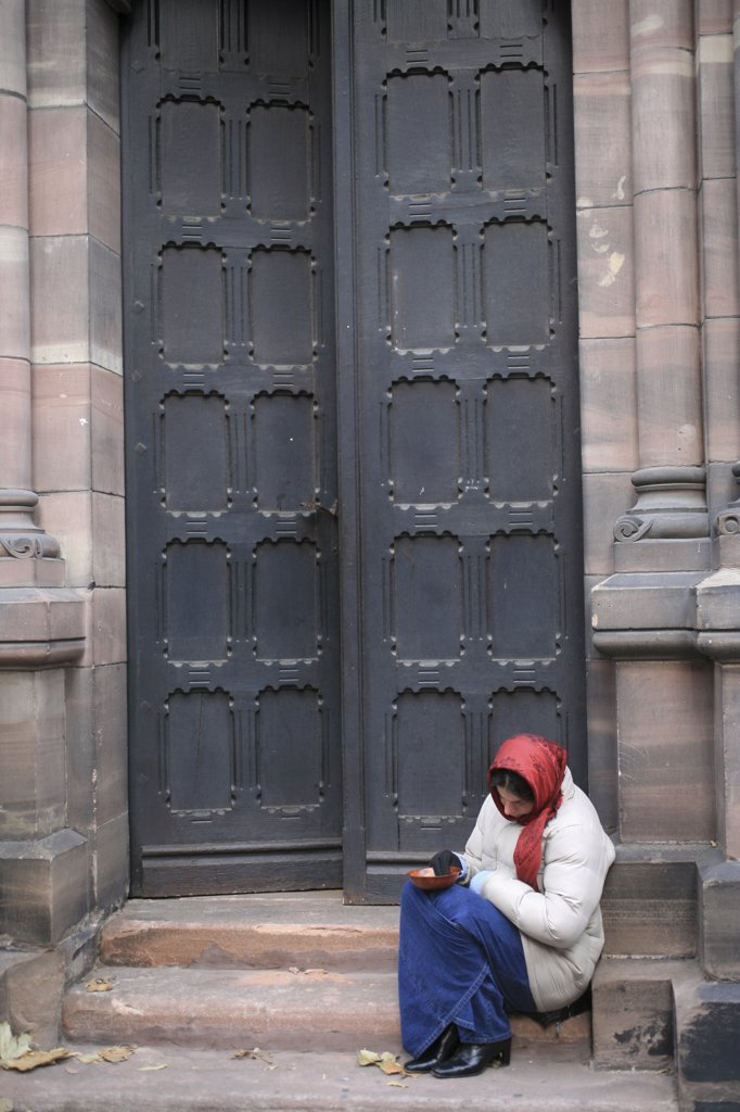 Stock Photo: 1606-79240 France, Bas-Rhin, Strasbourg, Beggar outside a protestant temple