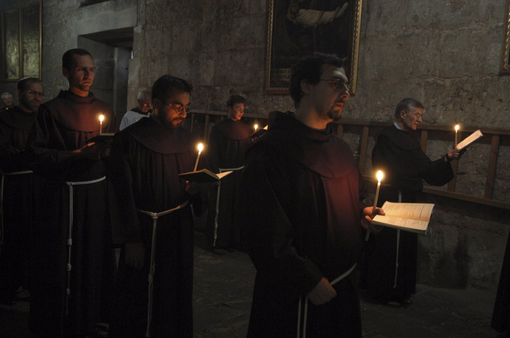 Israel, Jérusalem, Catholic Franciscan procession in the Holy Sepulcher basilica in Jerusalem : Stock Photo